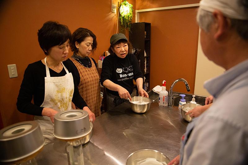 地元でも有名なシフォンカフェでシフォンケーキ作り体験